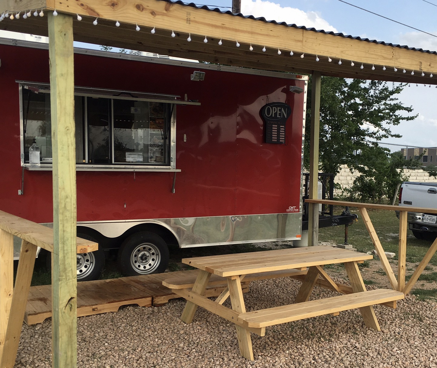 R GEE TEXAS – Tacos, Burgers, And More